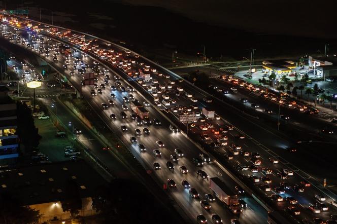 traffic-jam-1703575_1280